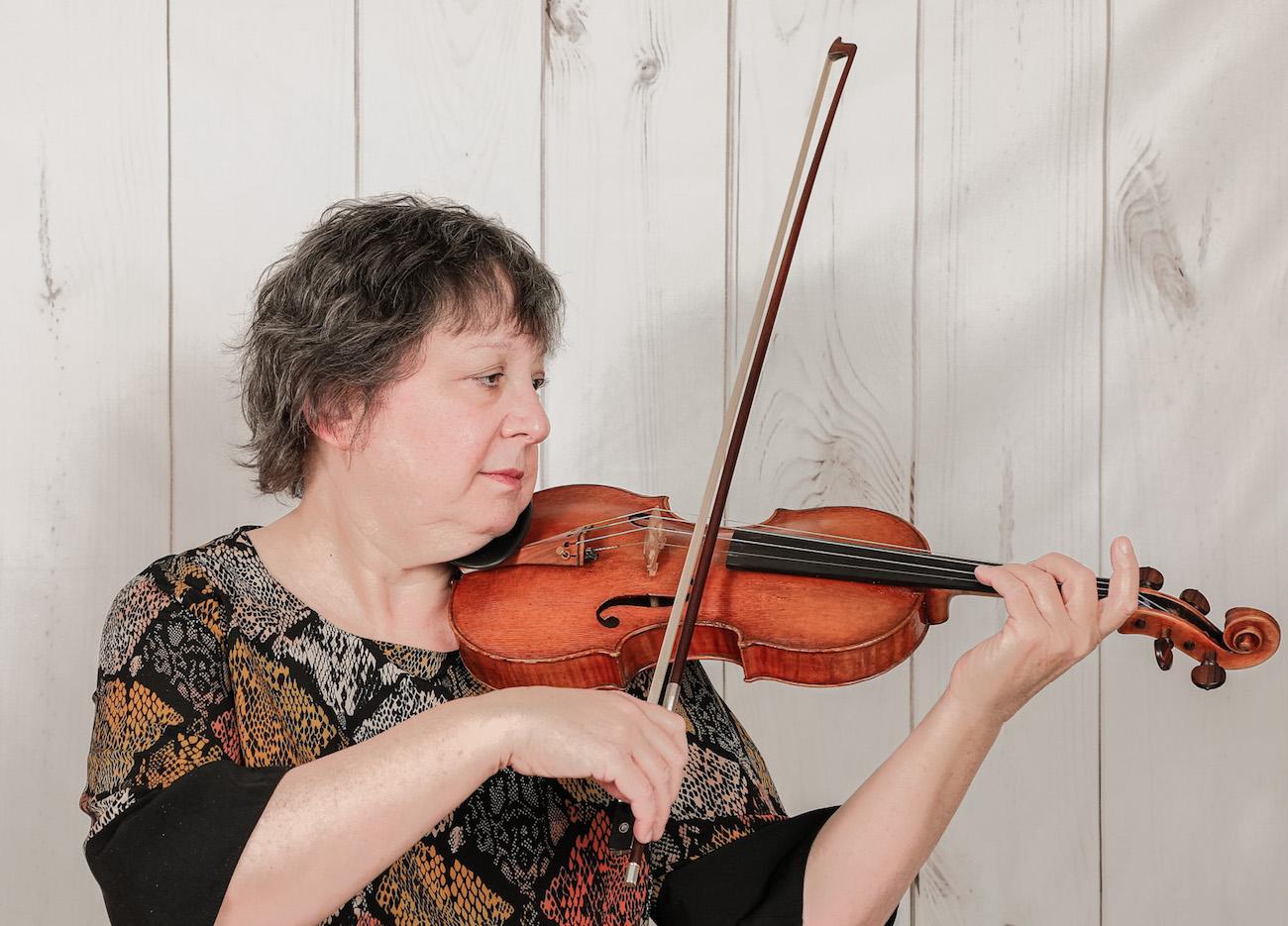 Angela cavadas playing violin
